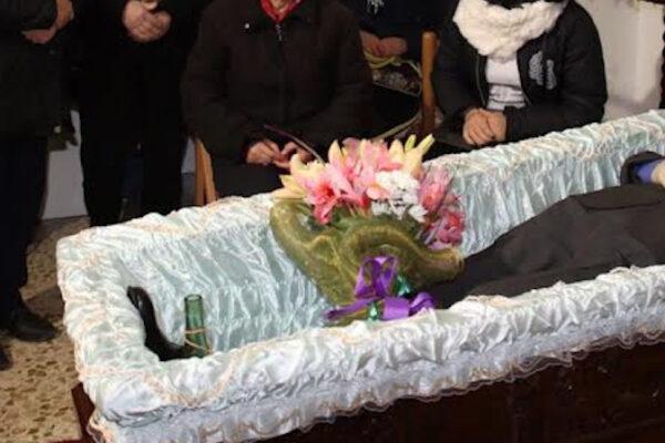 Veglia funebre per la 'nonnina', scoppia focolaio: oltre 50 positivi