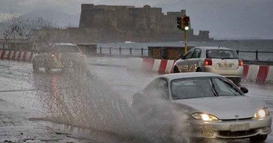 Maltempo in Campania, allerta meteo della Protezione civile per temporali e forte vento
