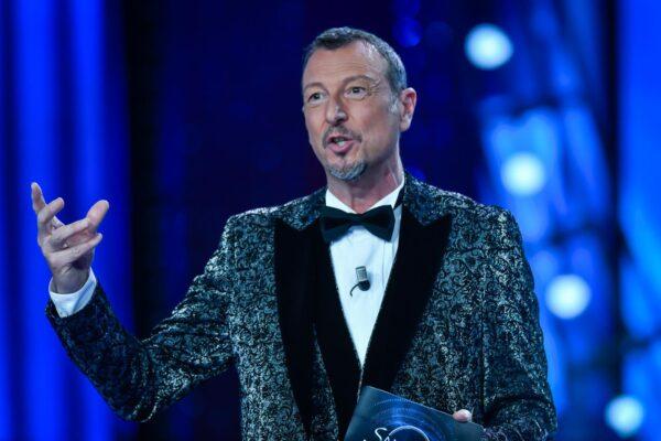 """Festival di Sanremo a rischio, aut aut di Amadeus: """"Tutti uniti per marzo o rinviamo al 2022"""""""