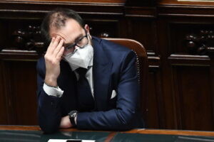 Napoli vittima di Bonafede, il ministro ha ridotto la giustizia in ginocchio