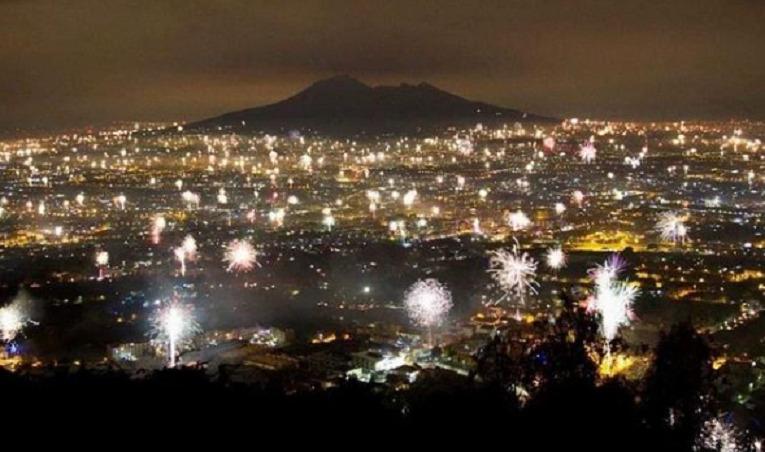 I napoletani hanno fatto bene a sparare fuochi d'artificio e festeggiare il Capodanno
