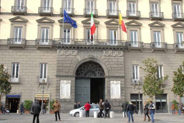 Comunali di Napoli, i partiti fanno melina in attesa della fine della crisi di governo