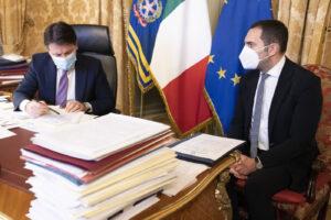 Il pasticcio del governo Conte: l'Italia rischia di presentarsi senza inno e bandiera alle Olimpiadi di Tokyo