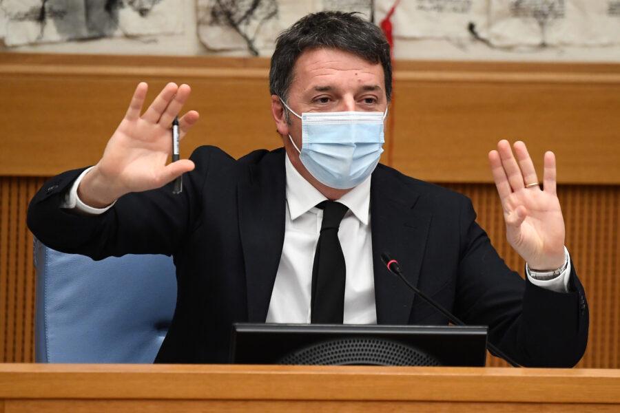 """Renzi affossa Conte e le sue teorie: """"Complottismo è una malattia, Draghi meglio di lui"""""""