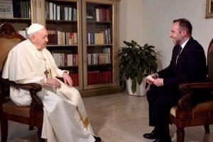 """Papa Francesco: """"C'è già la terza guerra mondiale, politici pensino al 'noi' e non al proprio ego"""""""