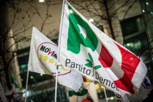 Il patto tra Pd e M5S affonda il futuro di Napoli