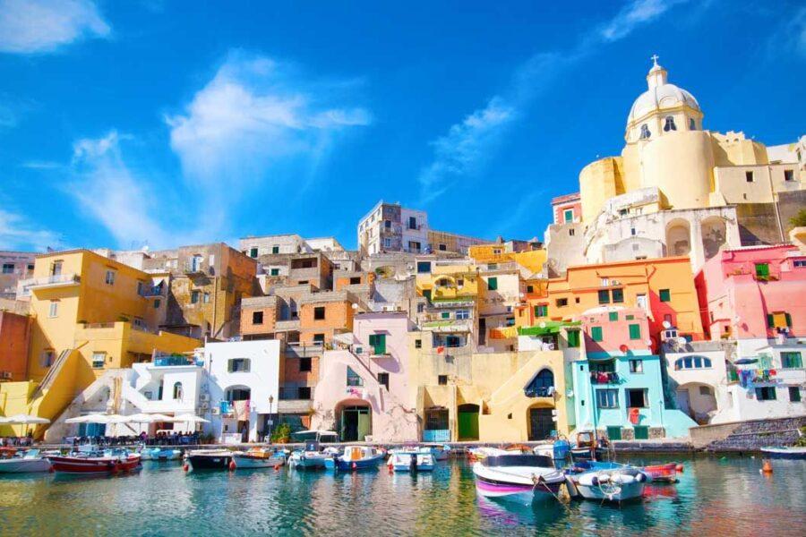 Procida è la prima isola italiana covid free, Ischia vaccinata entro fine maggio