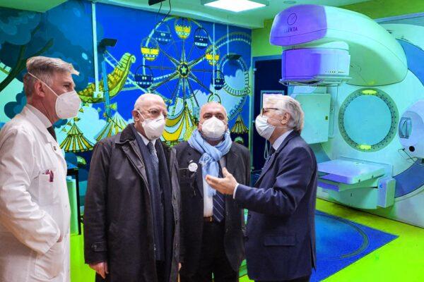 La radioterapia dei bambini al Pascale col volto di Nemo: il reparto si apre ai più piccoli