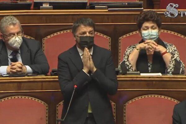 """Renzi durissimo contro Conte: """"Hai pensato più alle poltrone che al futuro, ti manca la gavetta"""""""