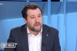 """""""Coronavirus nato da esperimenti cinesi"""", Salvini rilancia (ancora) le bufale sul Covid-19"""