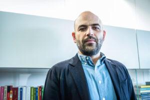 Repubblica perde anche Saviano, lo scrittore passa al Corriere: smacco per Molinari-Elkann