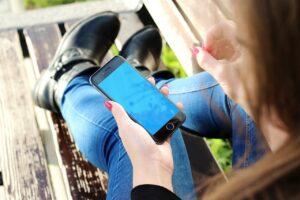 """""""Facebook e Instagram hanno i mezzi per accertare età utenti"""", il Garante allarga le indagini su minori e social"""