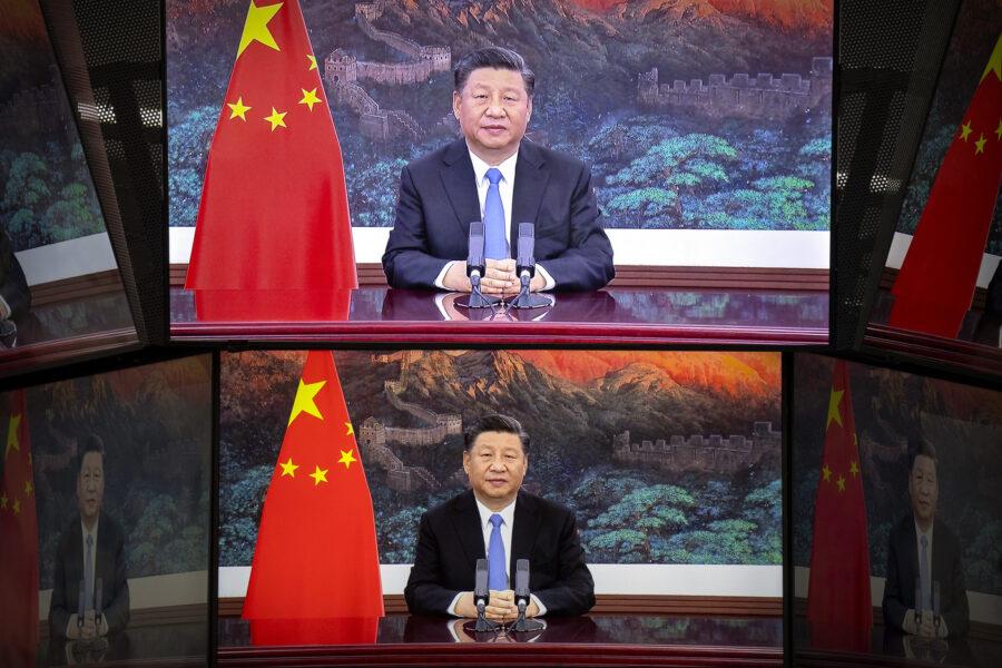 """La Cina tenta il sorpasso sugli USA: """"Via i pregiudizi, uniti contro il Covid"""""""