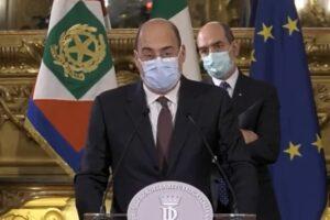 """Consultazioni, Zingaretti sposa Conte e bacchetta Renzi: """"Irresponsabile"""""""