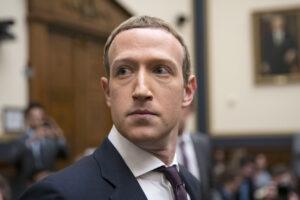 La democrazia Usa si interroga su come bloccare Trump, Facebook l'ha già fatto