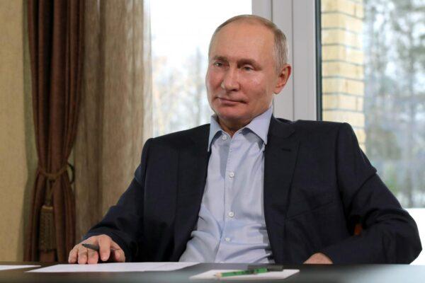 """""""Putin ha una figlia segreta"""", il mistero spopola in Russia: il Cremlino smentisce"""