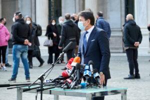 Col governo Draghi cala il sipario sul cabaret populista di Conte e torna in scena la democrazia