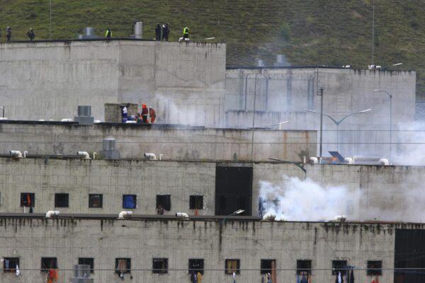 """Esplodono le carceri in Ecuador, almeno 75 morti in tre rivolte: """"Scontri tra gruppi criminali"""""""