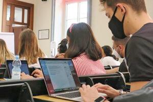 Riapertura scuole, vertice flop al Ministero: i sindacati chiedono di rimandare il rientro, il Governo 'offre' test salivari