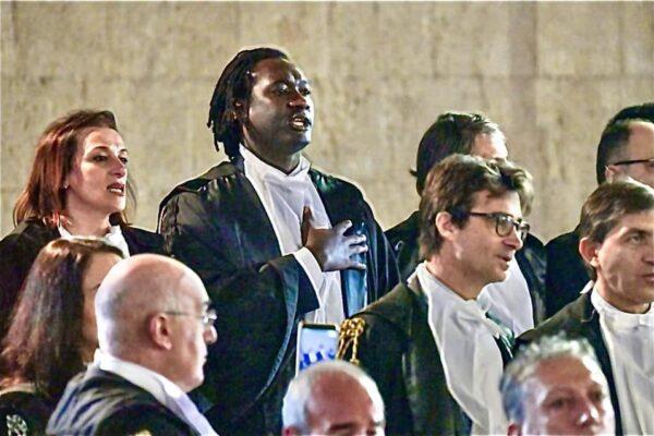 """""""E' avvocato, laureato?"""", lo scivolone del giudice onorario. Sedu: """"Queste persone decidono se togliere figli ai genitori"""""""