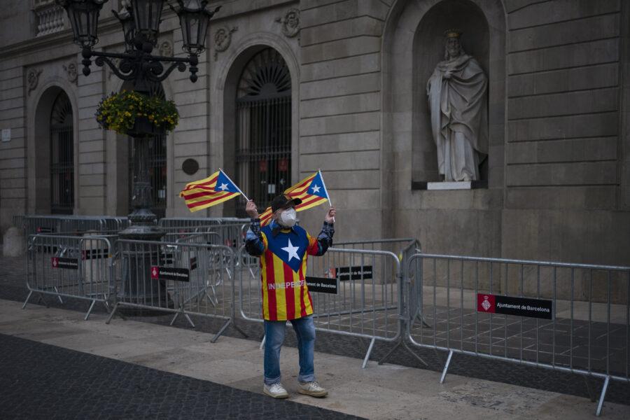 Elezioni Catalogna, socialisti primo partito ma vince vince il blocco indipendentista