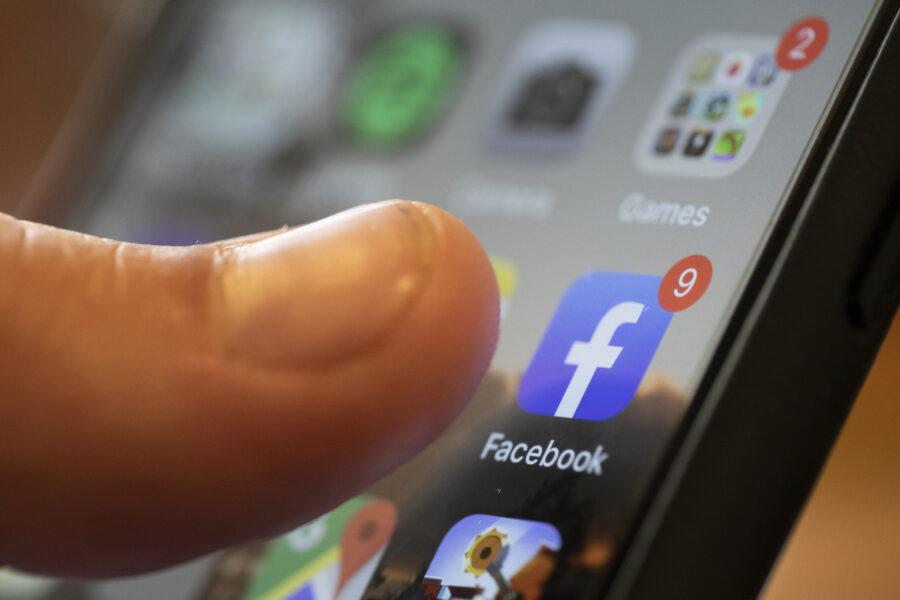 """Multa milionaria a Facebook, """"pratiche scorrette nell'utilizzo dei dati degli utenti"""""""