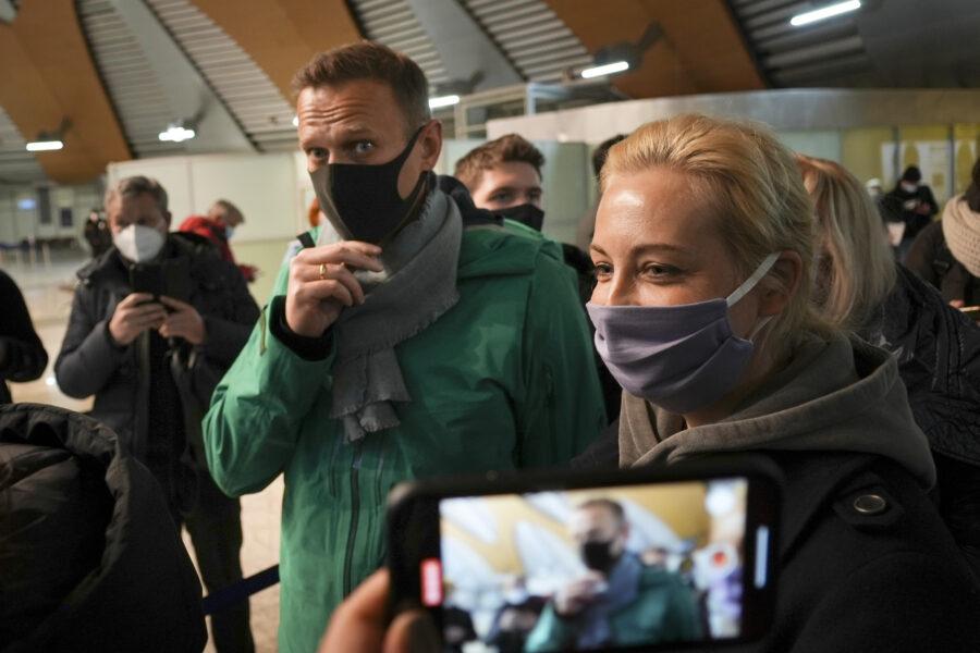 Caso Navalny, arriva la sentenza: l'oppositore di Putin rischia tre anni di carcere