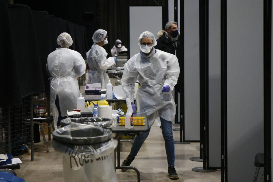 Coronavirus, 280 morti e 18.916: il tasso di positività scende al 5,5%