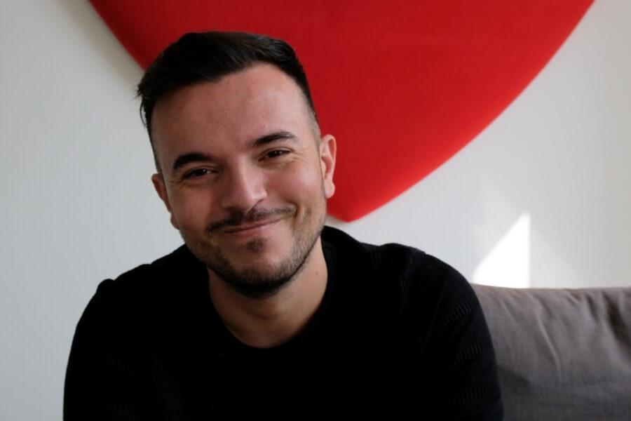 """Andrea Sannino tra Capodimonte e il no di Sanremo: """"Colpito perché canto l'amore in napoletano"""""""