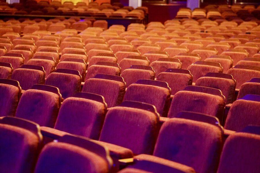 """""""Riaprire subito cinema e teatri, perso il 70% degli incassi"""", l'allarme della Cgil Campania"""