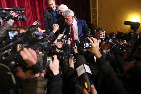 Bassolino in campagna elettorale, gli altri balbettano e i partiti sono sotto choc