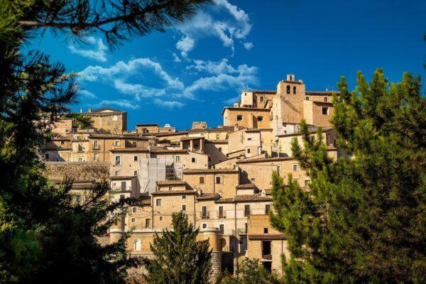 """Turismo, dalla Regione attenzione alle aree interne e Casucci loda Draghi:""""basta finanziamenti a pioggia"""""""