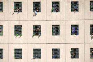 Celle piene e niente spazio vitale: il vero fuorilegge è il carcere