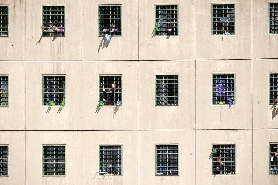 Malati in cella e disoccupati fuori: a Poggioreale uno su 2mila è stato assunto