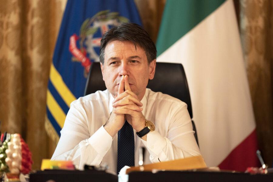 """Conte parla da leader del Movimento: """"Sosteniamo Draghi"""". Di Battista si oppone: """"Mai con Berlusconi"""""""