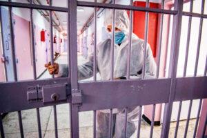 Alta tensione e proteste nel carcere di Secondigliano: ma la situazione contagi è sotto controllo