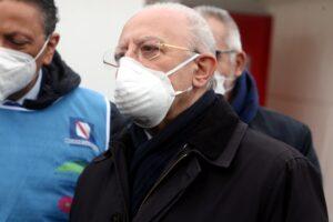 Attacca i sottosegretari e ironizza sui ministri: De Luca è l'opposizione