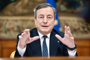 Per Draghi scoppia il caso McKinsey: bufera per la consulenza sul Recovery Plan