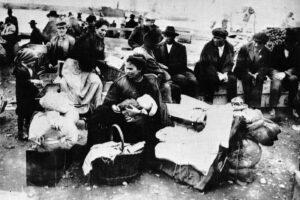 """""""Il popolo di mezzo"""", il racconto dell'emigrazione italiana candidato al Premio Strega"""