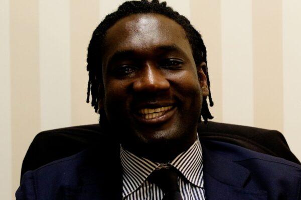 """Chi è Hilarry Sedu, l'avvocato nero napoletano: """"Io e il giudice abbiamo fatto pace, uno schiaffo non genera amore"""""""