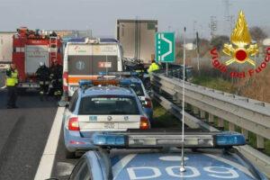 Incidente mortale sull'autostrada A1, uomo travolto da tir sulla piazzola di sosta