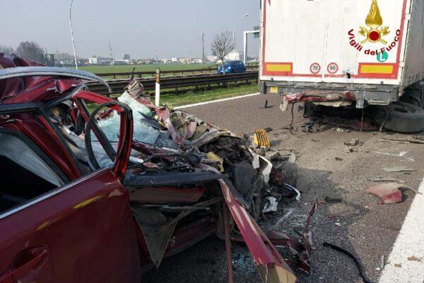 Tampona un tir e muore sul colpo, dramma sull'Autostrada del Brennero