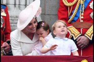 Image ©Licensed to i-Images Picture Agency. 11/06/2016. London, United Kingdom. Trooping the Colour. Prince George and Princess Charlotte join  HM Queen Elizabeth II and the Duke Edinburgh and other members of the Royal family on the Balcony of Buckingham Palace for Trooping the colour. Trooping the Colour. The Sovereign's birthday is officially celebrated by the ceremony of Trooping the Colour. This impressive display of pageantry by her personal troops, the Household Division, on Horse Guards Parade, with Her Majesty the Queen herself attending and taking the salute. Over 1400 officers and men are on parade, together with two hundred horses; over four hundred musicians from ten bands and corps of drums march and play as onePicture by Andrew Parsons / i-Images Londra: Trooping The Colour, la Regina Elisabetta festeggia iil compleannoLaPresse  — Only Italy