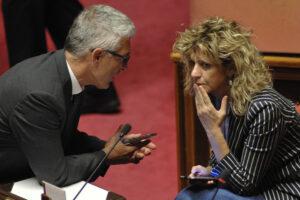 Emorragia 5Stelle: con nuovi gruppi da ricalcolare quota sottosegretari e si riaprono giochi nelle commissioni parlamentari