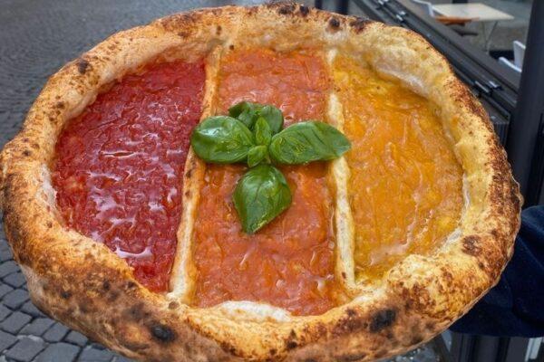 """Nasce la pizza """"tricolore Covid"""": rossa, arancione e gialla"""