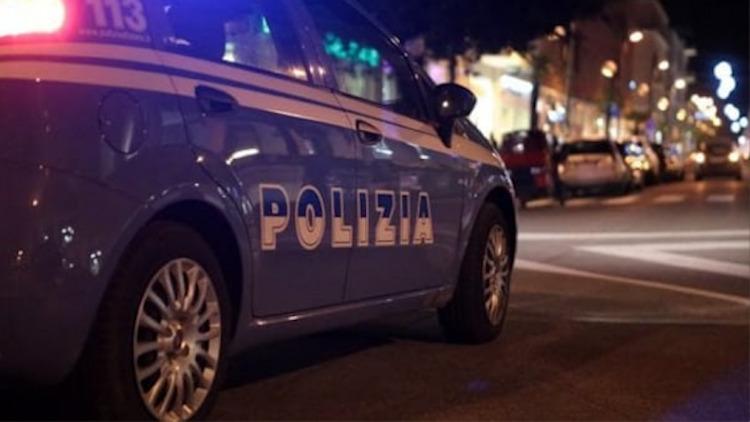 Napoli, spari in piazza dopo il coprifuoco: uomo ricoverato in ospedale