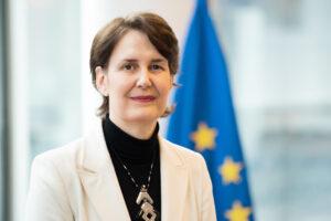 """Chi è Sandra Gallina, la negoziatrice per i vaccini in Europa criticata da Burioni: """"Laureata alla scuola interpreti"""""""