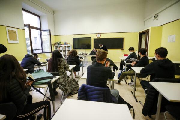 """Scuola, normalità ancora lontana: """"Difficile rientro in presenza al 100%"""""""