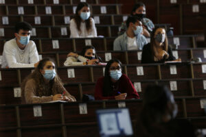 Disoccupati dopo la laurea, in Campania solo la metà trova lavoro: che gap con il nord