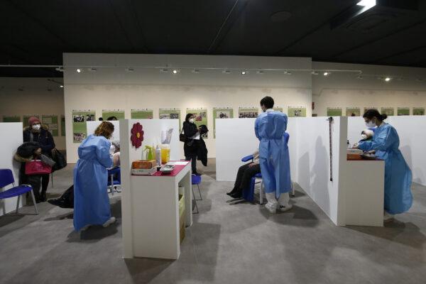 Vaccini, Johnson&Johnson presenta richiesta all'Ema: da Moderna ritardi nelle consegne